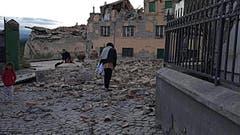 In Amatrice sind zahlreiche Gebäude eingestürzt. (Bild: EPA / Emiliano Grillotti)