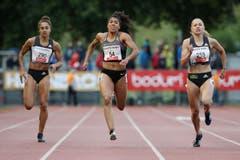 Jodie Williams, Mujinga Kambundji und Gina Lückenkemper (von links) über 200 Meter. (Bild: Philipp Schmidli)