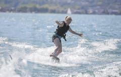 Das Wakeboard wird am Schluss eines Turn zum Surfboard. (Bild: André A. Niederberger / Neue NZ)