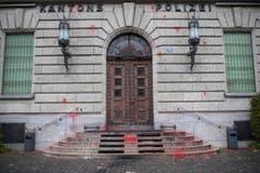 Es gab einen Sachschaden in der Höhe von mehreren zehntausend Franken. (Bild: KEYSTONE/Ennio Leanza)
