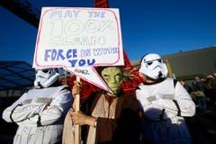 Gute Wünsche kommen auch von Ausserirdischen: «Möge 100 Prozent saubere Energie mit euch sein.» (Bild: AP Photo/Francois Mori)