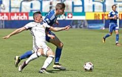 Luzerns Cedric Itten (rechts) gegen Basels Taulant Xhaka. (Bild: Keystone / Thomas Hodel)