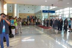 Als Fotograf von den Driesch am Flughafen in Südkorea ankam, wurde er von einer Horde Medienmenschen begrüsst. (Bild: Martin von den Driesch)