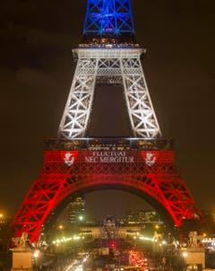 Der Eiffelturm in Paris. Der Wappenspruch von Paris, «Fluctuat nec mergitur» (Sie schwankt, aber sie geht nicht unter) erhält wieder Aktualität. (Bild: EPA/ETIENNE LAURENT)