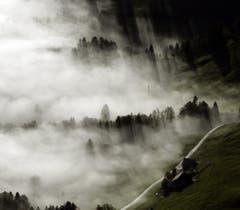 Der Nebel kämpft mit der Sonne. (Bild: Keystone)