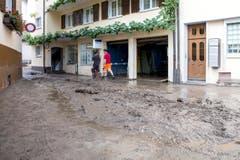 Das Unwetter setzte zahlreiche Keller unter Wasser wie hier in Pfäffikon. (Bild: Keystone / Alexandra Wey)