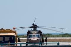 Im Helikopter sollen sich acht türkische Militärsoffiziere befunden haben, die in Griechenland politisches Asyl ersuchen. (Bild: EPA/DIMITRIS ALEXOUDIS)