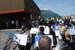 Der Musikverein Buochs spielt zur Einweihung. (Bild: Rosmarie Berlinger)