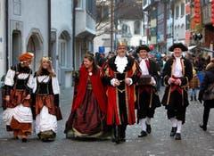 König Royaldun aus dem Märchenland mit Königin Raina Olaria und Hofstaat (Bild: Christof Borner-Keller / Neue ZZ)