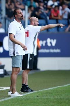 Luzerns Trainer Markus Babbel (L) und Assistenztrainer Roland Vrabec geben Anweisungen im Super League Spiel zwischen dem FC Luzern und dem FC Sion. (Bild: Philipp Schmidli)