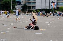 Eine Frau nach der Messe in Havanna. (Bild: Keystone)