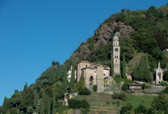 Bekannt sind die Pfarrkirche Santa Maria Del Sasso mit ihrer monumentalen Kirchentreppe mit über 400 Stufen... (Bild: Pablo Gianinazzi / Keystone)