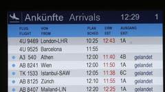 Anzeigetafel am Flughafen Düsseldorf mit Flug 4U9525 aus Barcelona. (Bild: Keystone)