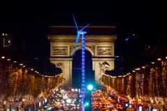 Gehört wohl zur offiziellen Konferenz-Staffage: ein beleuchtetes Windrad. (Bild: AP Photo/Francois Mori)