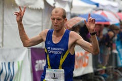 Hellebardenlauf Sempach: Fabian Kuert aus Langenthal gewann den 12,2 km Lauf. (Bild: Beat Blättler)