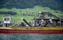 Maximal sechs Wochen im Jahr soll der neue Seebagger vor Buochs in Betrieb sein. (Bild: Corinne Glanzmann / Neue NZ)