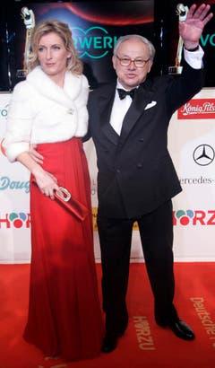 Schauspielerin Maria Furtwängler mit ihrem Ehemann Hubert Burda am 6. Februar 2008 auf dem Roten Teppich vor Beginn der Preis-Verleihung der Goldenen Kamera in Berlin. (Bild: Keystone)