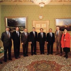 1994 (von links): Bundeskanzler François Couchepin, Adolf Ogi, Arnold Koller, Kaspar Villiger, Otto Stich, Jean-Pascal Delamuraz, Flavio Cotti, Ruth Dreifuss. (Bild: Bundeskanzlei)