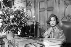 Premiere: Am 24. Oktober 1984 nimmt mit Elisabeth Kopp erstmals eine Frau an einer Bundesratssitzung teil. (Bild: Keystone)