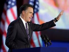 Der Republikaner tritt ans Mikrofon und gesteht seine Niederlage ein. (Bild: Keystone)