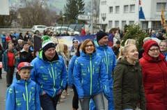 Zahlreiche Buochser feierten den Skirennfahrer mit einem herzlichen Empfang. (Bild: Robert Hess (Neue OZ))