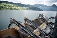 370 Kubikmeter Baumaterial – rund eine Tagesproduktion – fasst der Transportnauen. (Bild: Corinne Glanzmann / Neue NZ)