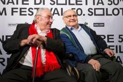 """Zwei Urgesteine bei der Premiere ihres Films """"Usfahrt Oerlike"""": Mathias Gnädinger (links) und Jörg Schneider. (Bild: Keystone)"""