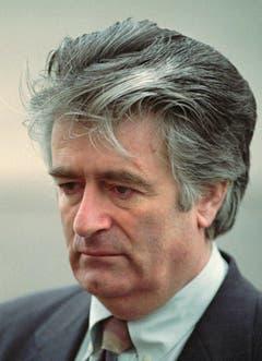 Dieses Foto zeigt Radovan Karadzic im November 1995 während eines Interviews. (Bild: AP Photo/Sava Radovanovic)