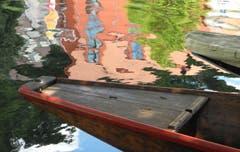 """Tübingen(D) - die bunte Universitätsstadt am Neckarfluss. Im Bild ein Kahn, mit welchen die berühmten und bei Touristen sehr beliebten sogenannten """"Stocherfahrten"""" ausgeführt werden. (Bild: Niklaus Rohrer)"""