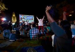 Grosser Jubel: CNN verkündet die Wiederwahl von Barack Obama. (Bild: Keystone)