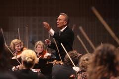Claudio Abbado dirigiert das Eröffnungskonzert des Lucerne Festivals 2009 im KKL. (Bild: Roger Zbinden / Neue LZ)