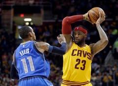 ... und LeBron James (rechts) vom amtierenden Champion Cleveland Cavaliers. (Bild: AP / Mark Duncan)