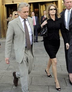 Michael Douglas(links) und seine Ex-Frau Diandra Douglas: Die Scheidung kostete den US-Schauspieler 45 Millionen Dollar. (Bild: Keystone)