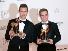 Miroslav Klose und Philipp Lahm wurden mit Deutschland Weltmeister - nun wurden sie mit Bambis ausgezeichnet. (Bild: Keystone)