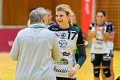 Die wertvollste Spielerin von Kreuzlingen wird geehrt: Katja Sivka. (Bild: Christian H.Hildebrand / ZZ)