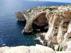 """""""Safety first""""! Aufgrund der zu hohen Wellen war es unmöglich, die Einfahrt in die blaue Bucht in Malta durchzuführen. (Bild: Margrith Imhof-Röthlin)"""