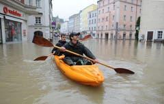Im bayerischen Passau steigen die Fluten so hoch wie seit 60 Jahren nicht mehr. (Bild: Keystone)
