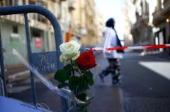 Eine Rose am Ort des Attentats in Nizza. (Bild: AP/Francois Mori)