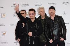 Bono und seine Jungs von U2 grüssen Fotografen und Fans. (Bild: Keystone)