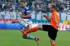 Jerome Thiesson vom FCL, links, im Spiel gegen Lausannes Nicolas Getaz. (Bild: Alexandra Wey / Keystone)