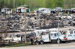 Eine Wohnwagensiedflung ging grösstenteils in Flammen auf. (Bild: Ryan Remiorz/The Canadian Press via AP)