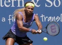 SERENA WILLIAMS. - Die dominierende Tennisspielerin seit der Jahrtausendwende will auch in Rio doppelt zuschlagen. Die 34-jährige US-Amerikanerin hat nicht nur die Titelverteidigung im Einzel im Visier, sondern möchte mit ihrer Schwester Venus wie 2000, 2008 und 2012 auch im Doppel triumphieren. Anfang Juli stellte sie mit ihrem siebten Wimbledonsieg Steffi Grafs Rekord von 22 Grand-Slam-Titeln ein. (Bild: AP / Al Behrman)
