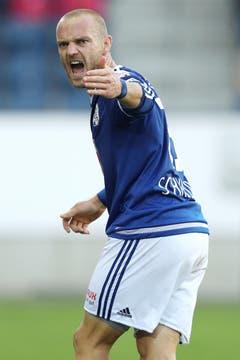 Luzerns Marco Schneuwly gibt kämpferisch Anweisungen. (Bild: Philipp Schmidli / Luzerner Zeitung)