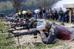 Schützen nehmen Scheiben ins Visier. (Bild: Werner Schelbert / Neue ZZ)
