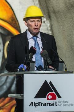 Claudio Zali, Tessiner Staatsrat während seiner Rede zum erfolgreichen Durchstoss der Weströhre am Ceneri-Basistunnel. (Bild: Keystone)