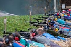 Rund 1600 Schützen hat es am 102. Morgartenschiessen am Sonntag in Morgarten …, (Bild: Keystone/ALEXANDRA WEY)
