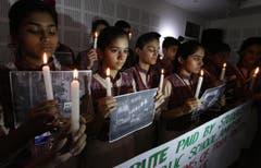 Trauer bei Studenten der DAV Schule im indischen Amritsar. (Bild: EPA/Raminder Pal Singh)