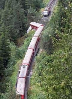 Drei Zug-Wagen entgleisten. (Bild: Twitter / @Johnvandertol)