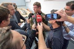 29. August: Aldo C. Schellenberg, Kommandant der Luftwaffe, gibt Medien Auskunft. (Bild: LUKAS LEHMANN)