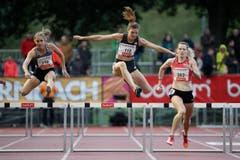Wenda Nel, Lea Sprunger und Eilidh Doyle (L-R) im 400m Hürdenrennen: Sprunger läuft nur auf Rang 4 in einer Zeit von 56,19. (Bild: Philipp Schmidli)